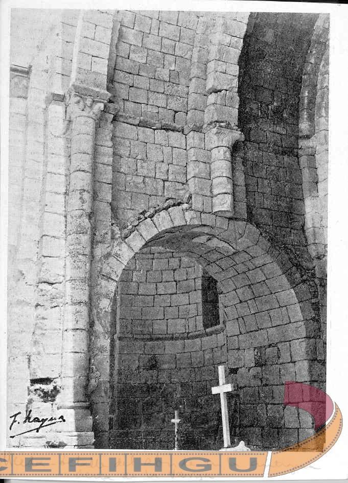 Detalle del ábside de la iglesia de Santa María de la Varga . S. XII